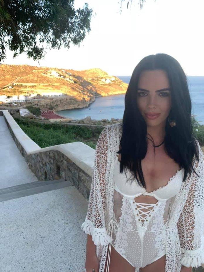 Robyn Delabarre  nackt